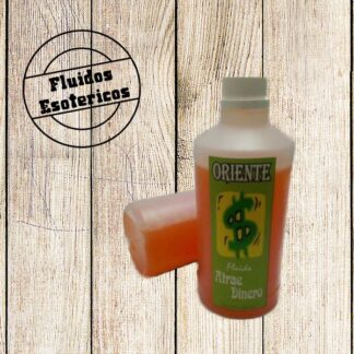 fluido atrae dinero color naranja con etiqueta verde con fondo color madera