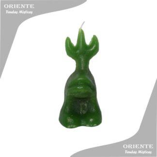 vela de forma sapo verde con fondo blanco