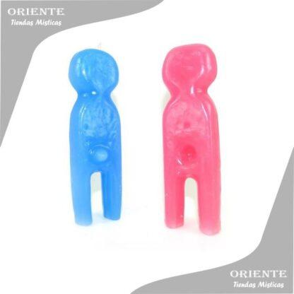 vela de forma llamada adán y eva un muñeco color celeste y una muñeca color rosa la foto tiene fondo blanco
