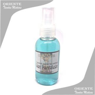 Locion san pantaleon , de color verdoso con etiqueta del también denominado spray aurico para la salud o perfume san pantaleon