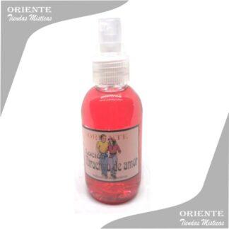 Loción para el amor , de color rosado también denominado spray aurico para atraer el amor o perfume atractivo de amor