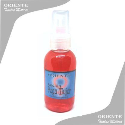 Locion pegamujer , de color rojo claro también denominado spray aurico atractivo de mujer o perfume de pegamujer