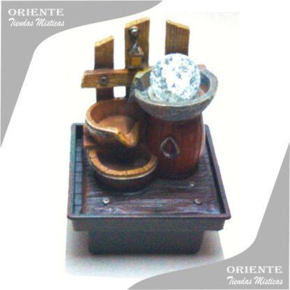 fuente de agua feng shui chica con esfera y luz y una cerca transera