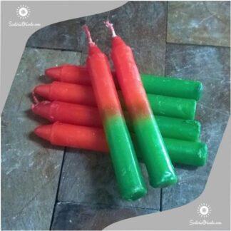 Vela corta de santa catalina color rojo arriba y verde abajo fondo color madera