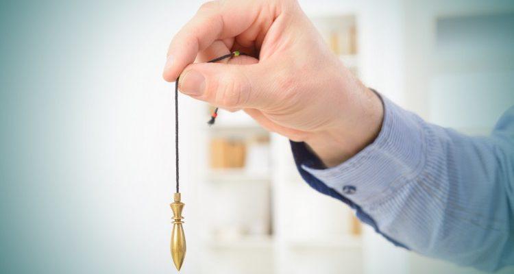 pendulo en rosario de bronce y de piedra