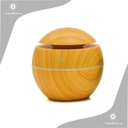 Humidificaor con forma de bolita marron claro madera con led